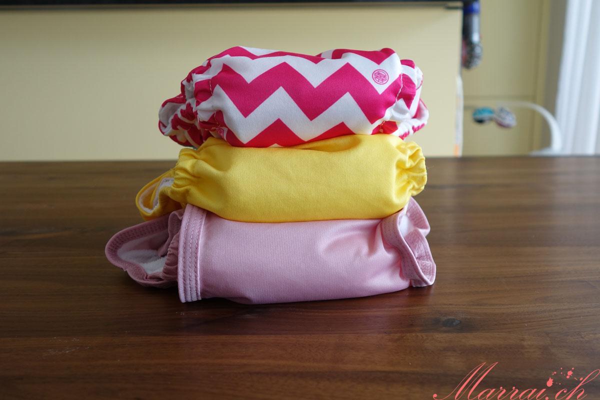Die Pocketwindeln im Vergleich: Charlie Banana (pinkes Muster) & Little Lamb (gelb = OneSize) (rosa = pocket nappy)